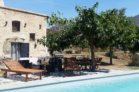 location de charme avec piscine - Castifao - Σπίτι