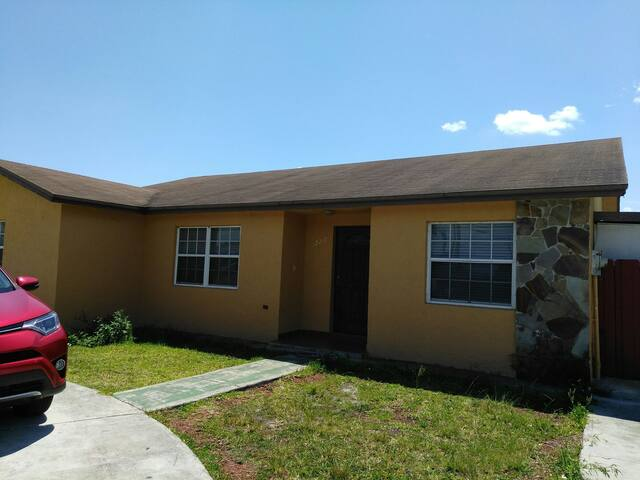 Large 4BD 20min from Downtown/FL Keys/Evergl/Beach - 邁阿密 - 獨棟