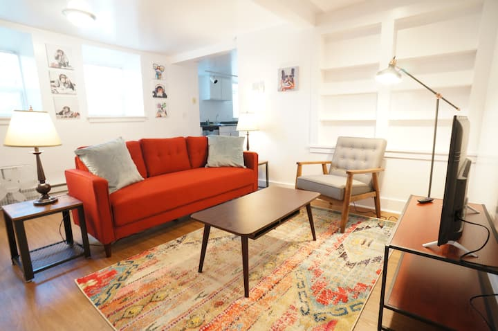 Comfy One Bedroom in Capitol Hill-Free Parking