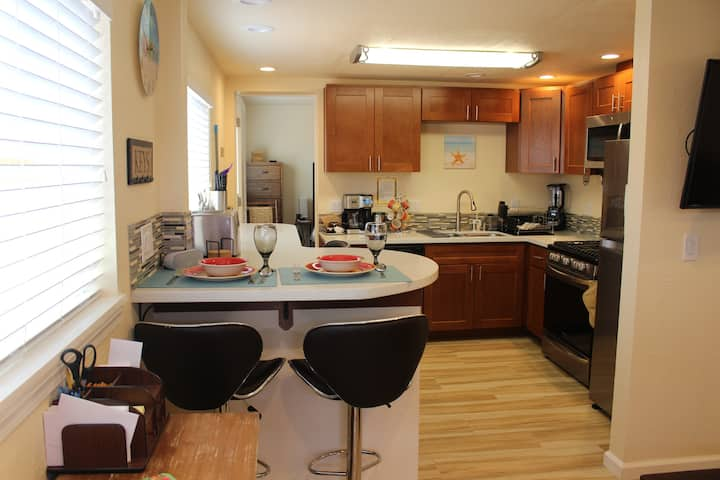 Grand Ave. Getaway - Just 3 Blocks to the Beach