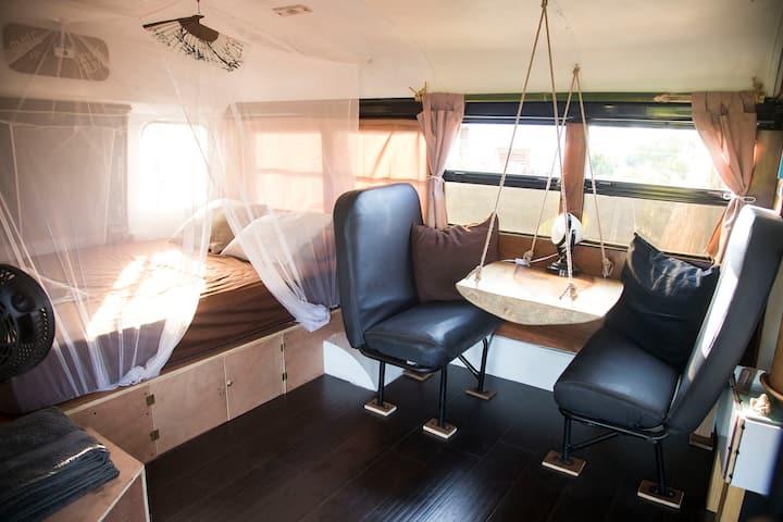 A cozy converted school bus in tropical garden !