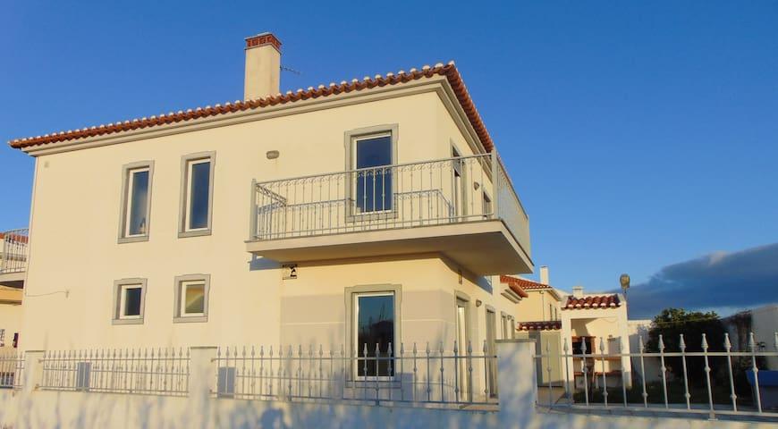 Magnifica Vivenda de Praia, no distrito de Lisboa - Silveira - Casa