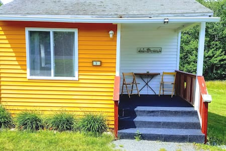 Tiny Orange Cottage -Twin Hills Cottages of Acadia