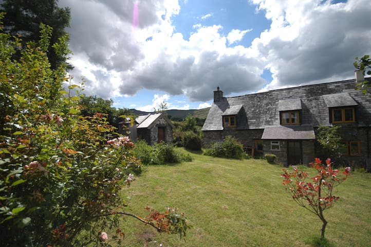18c Hill Farm Cottage in the Central Beacons Park