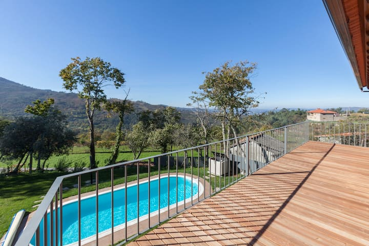 mountain house property with pool in Cinfães Douro
