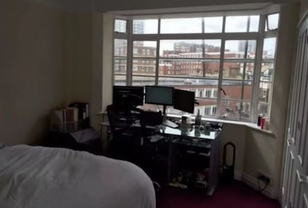 Perfectly situated short-term let (King size bed) - London - Apartment