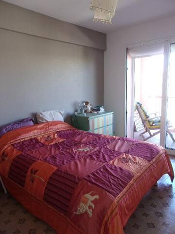 Chambre spacieuse pour 1 à 2 personnes - La Garde - Apartament