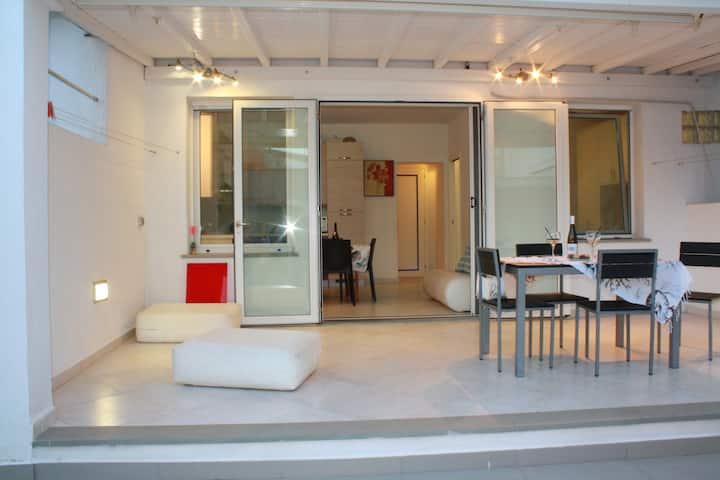 Casa indipende con cortile -codice IUN Q1653