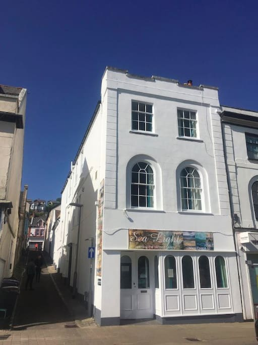 The Sea Light apartment is on the top floor of the Sea Light gallery cafe, in picturesque Dawlish. It has 2 bedrooms (that can sleep up to 9), two en suite bathrooms, a well equipped kitchen diner with a cosy seating nook, and a hallway ready for coats and boots to be stashed.