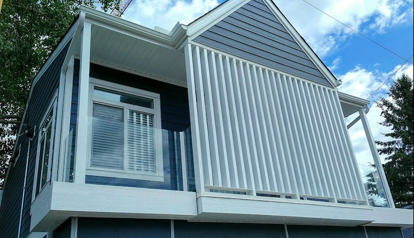 Front of laneway home
