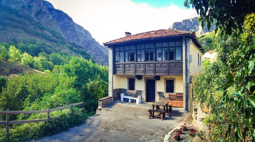 Casa en el Parque Nacional de los Picos de Europa - Oseja de Sajambre - House
