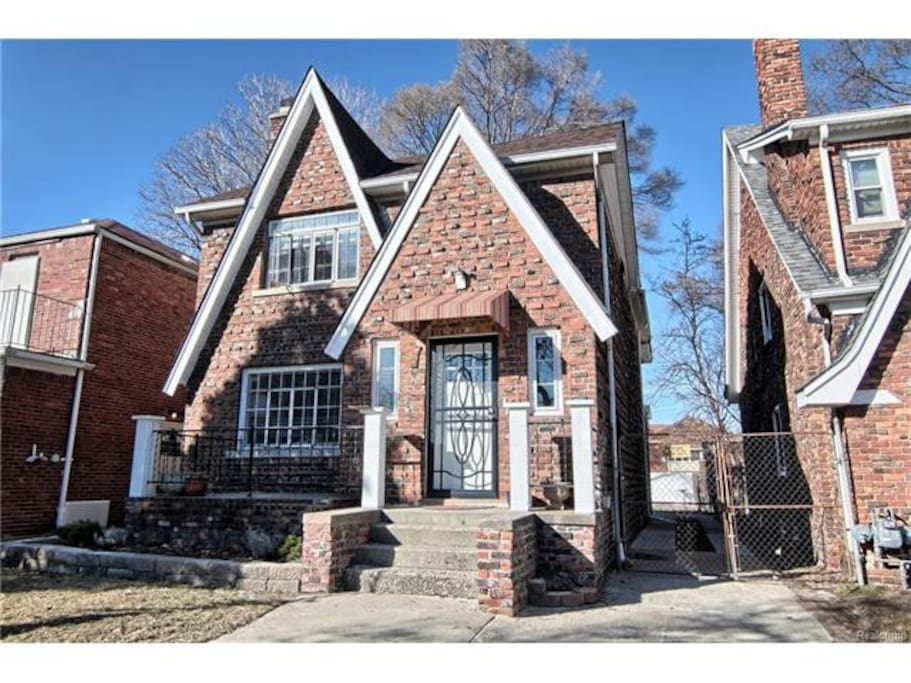 Newly Renovated Tudor 3 Bedroom 1 Bath Apartments For Rent In Detroit Michigan United States