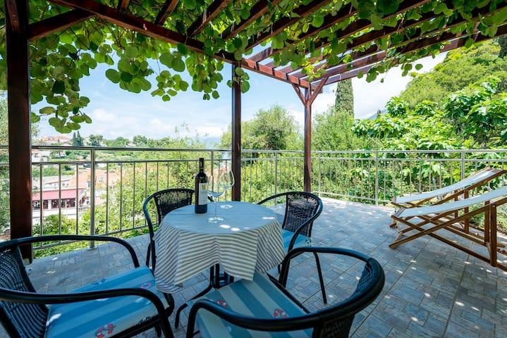 Furnished garden terrace