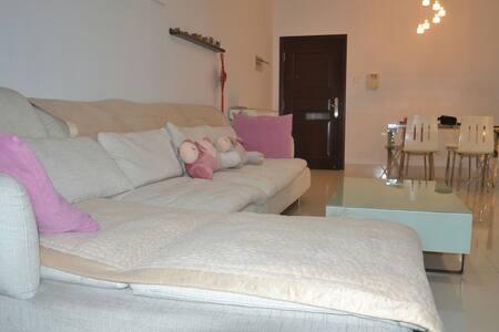 香洲区实验学校附近 干净整洁的客厅超大柔软舒适沙发 - Zhuhai - Apartamento