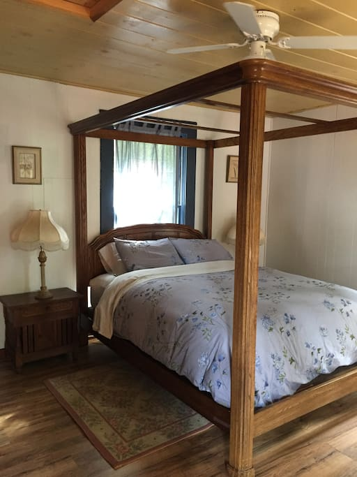 The SugarPine- Our Cozy Family Cabin- Sleeps 2adults and 3kids or 4 adults