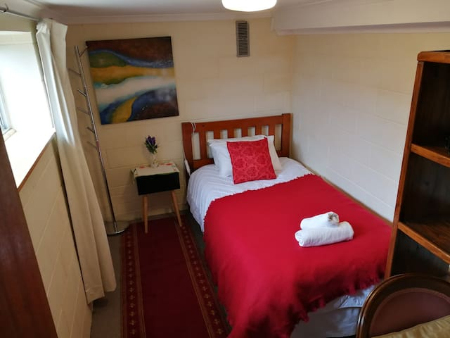 close geelong station secured single room10