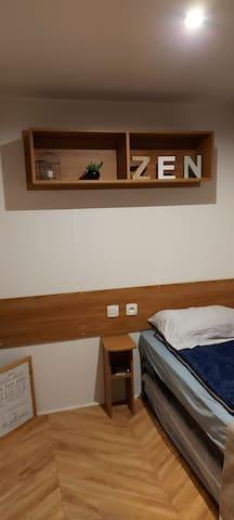 Chambre n°3 avec lit de 80 et 1 lit gigogne, possibilité de mettre 1 lit BB