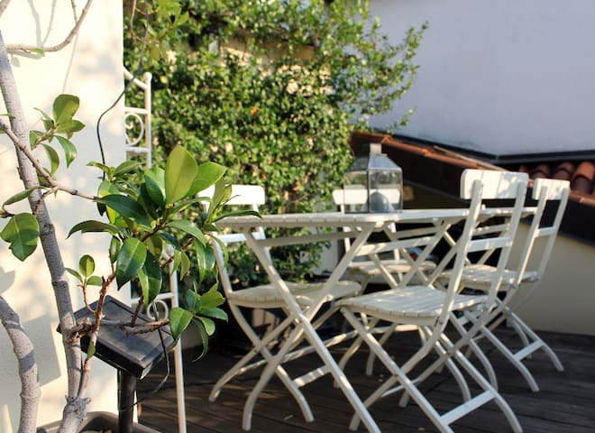 ☀️Sunny apartment with terrace - central location