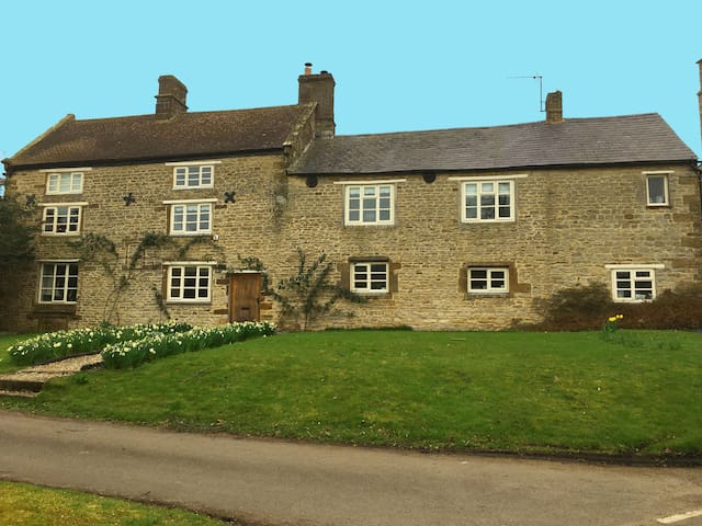 Westhorpe Manor Greatworth nr Banbury/Silverstone