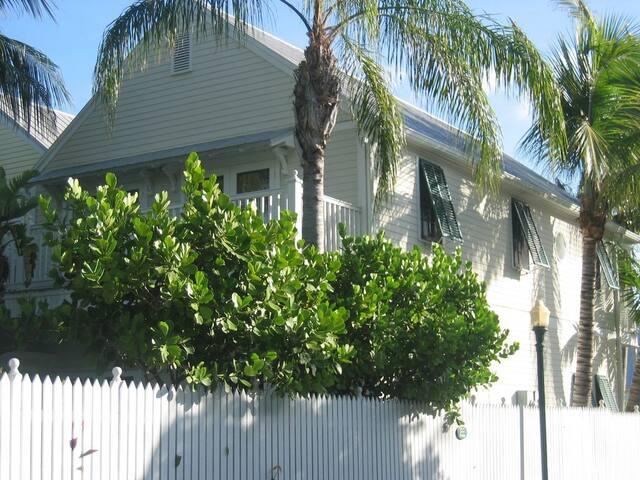 Great location! Convenient to everything - Key West - Maison de ville