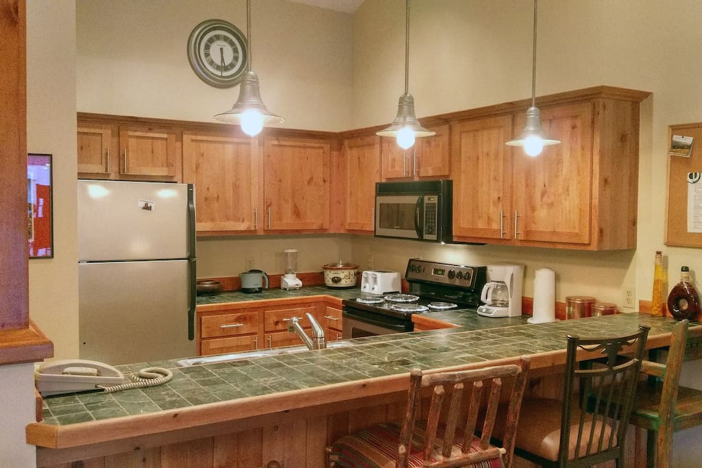 Beaver Creek West Condo O4 kitchen with breakfast bar