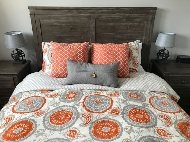 Queen size with comfy bedding