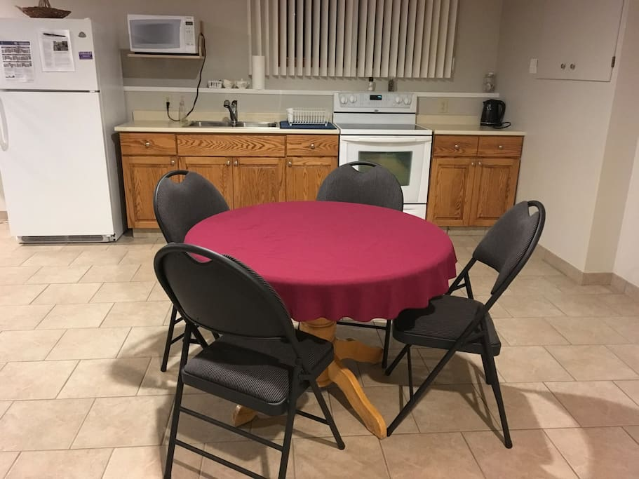 Kitchen/dining room. More chairs available. Well equipped kitchen.