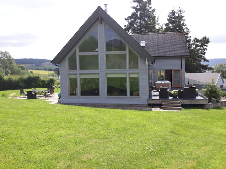 Stunning, modern property with hot tub, Pitlochry