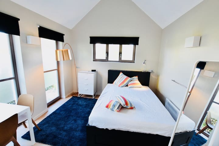 Brand new independant guest house (2p studio)