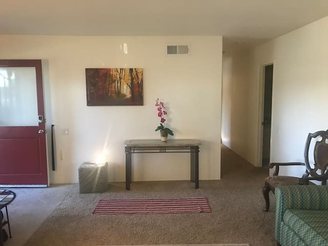 1-South Coast Plaza Bedroom. 2mi to JW Airport