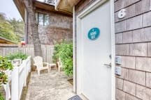 Dog-friendly loft with patio - just one block from the beach!