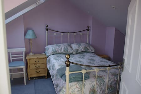 Town Centre cosy Double Room (private bathroom)