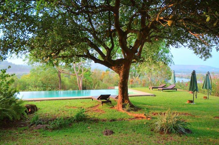 Luxury Indo-Portuguese suite @ Avanilaya - Aldona