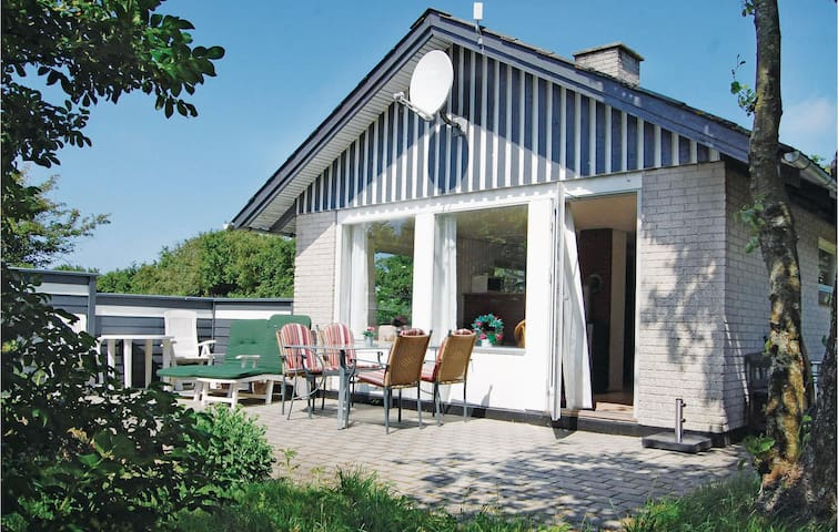 Holiday cottage with 2 bedrooms on 81m² in Hvide Sande