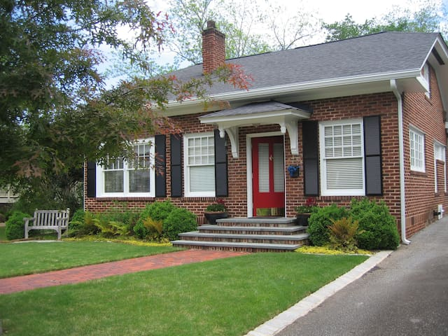 Cozy home  in historic Newnan, GA. 30 min from ATL