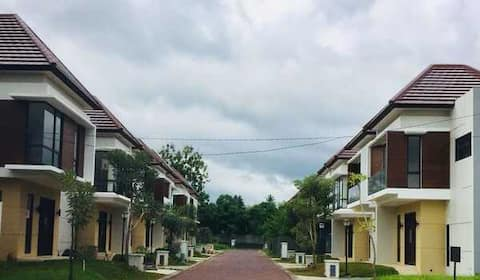 NEW!!! Entire House: AC, WiFi, TV Holland Village
