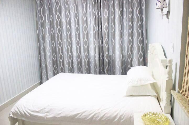 欢乐颂公寓简约大床 - Jiaxing - Pis