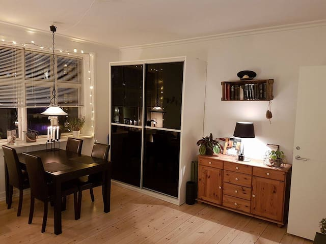 Bright flat close to beach, airport and city - København - Leilighet