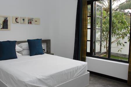 Flying Lotus Luxury Apartment