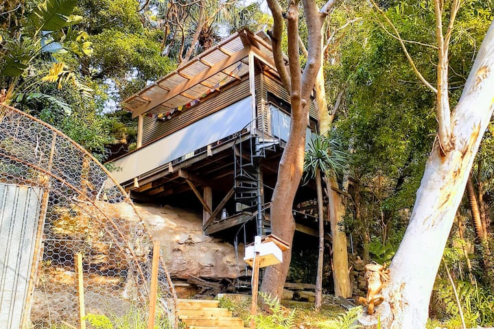 Tree top escape