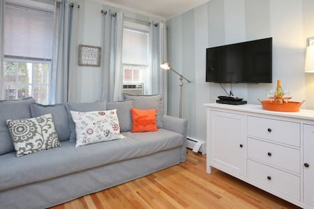 North End flat just off Hanover Street (23T#1) - Boston - Apartment