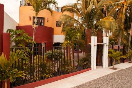 Casa Zoyatlán - La Manzanilla
