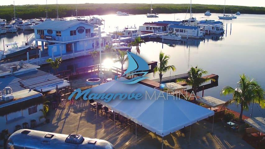 3 Bdrm Houseboat (10 min  Islamorada or Key Largo)