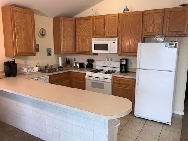 Beach Block 3bed 2bath, BBQ, WIFI, Ocean Views - Wildwood - Selveierleilighet