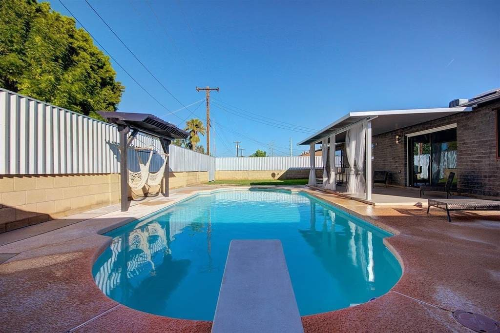 Private pool - Lounge chairs, outdoor dining & seating areas