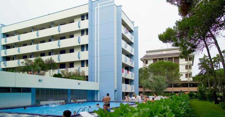 apt for 2+2 persons with pool in Bibione R76472