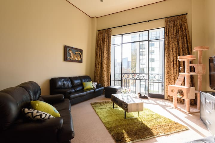 Gorgeous Inner-City Apartment - POOL & GYM - Auckland - Huoneisto