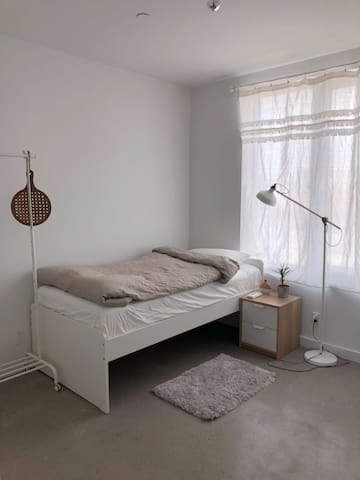 Quite and beautiful room in Brooklyn ~Try it!!!