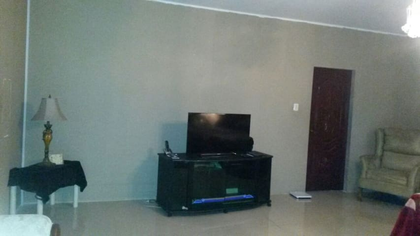 Private Room in House close to airport - Tunapuna/Piarco Municipal Corporation - House