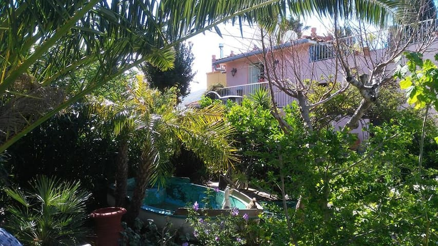 CHARMING COTTAGE STYLE VILLA: Botanical gdn WiFi - Motril